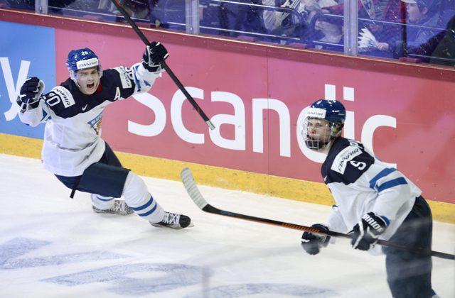 Na snímke Jesse Puljujärvi (vpravo)