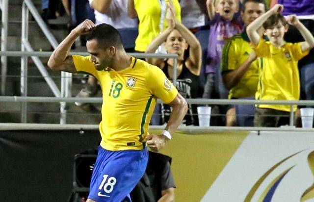Na snímke brazílsky hráč Renato Augusto
