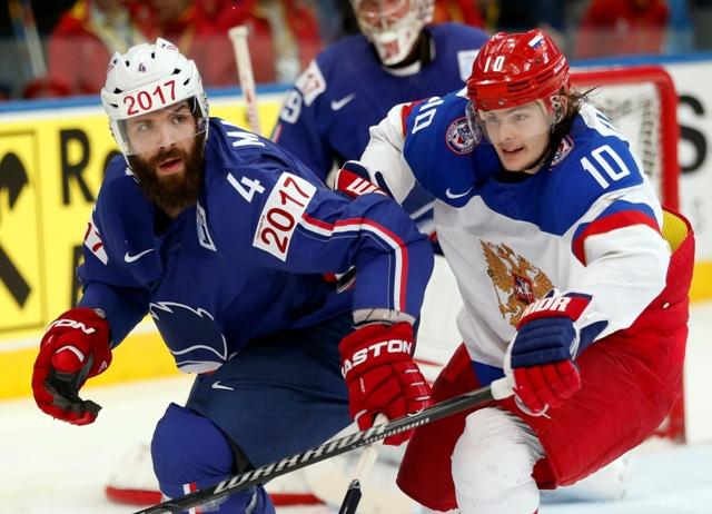 Na snímke vpravo Rus Viktor Tichonov