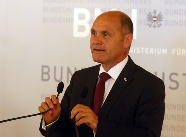 Na snímke rakúsky minister vnútra Wolfgang Sobotka