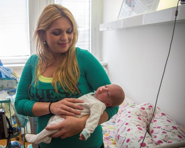 Na snímke mama narodených trojičiek Petra