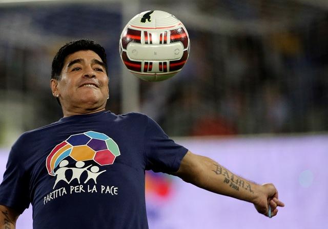 Na snímke argentínska futbalová legenda Diego Maradona
