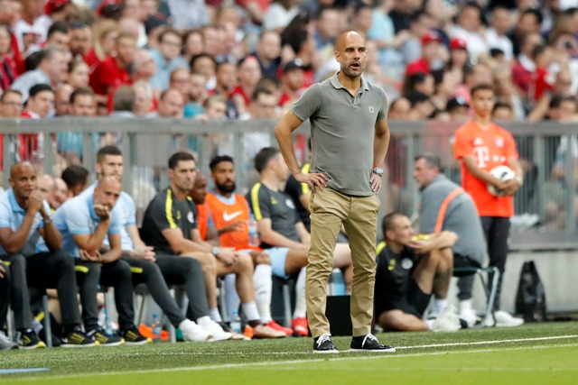 Tréner Manchestru City Pep Guardiola počas prípravného zápasu Bayern Mníchov - Manchester City
