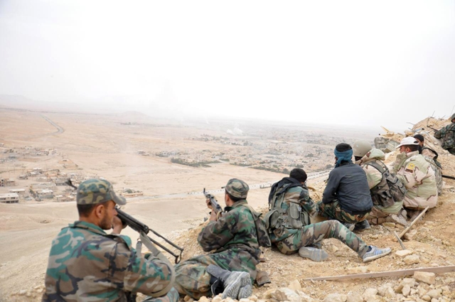 Na ilustračnej snímke zo sýrskej oficiálnej tlačovej agentúry SANÁ sýrski vládni vojaci