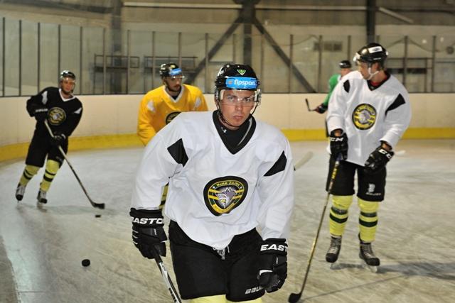Na snímke Daniel Brejčák počas prípravy hokejistov MsHK DOXXbet Žilina na ľade v Žiline