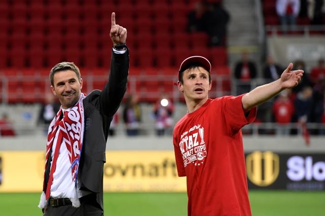 Na snímke tréner AS Trenčín Martin Ševela (vľavo) a Peter Kleščík