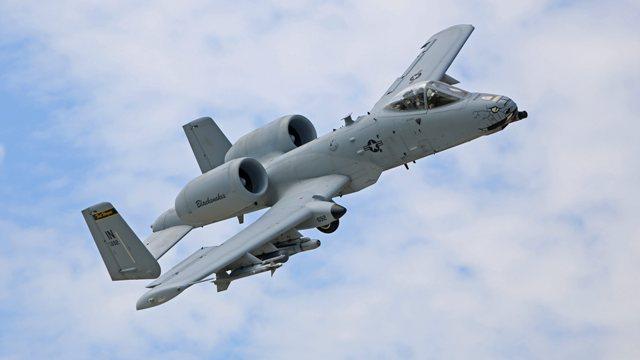 Na snímke americké bojová lietadlo A-10C Thunderbolt počas letovej ukážky na leteckej základni Sliač pri príležitosti návštevy ministra obrany SR Petra Gajdoša na spoločnom cvičení Slovak Warthog amerických a slovenských leteckých síl