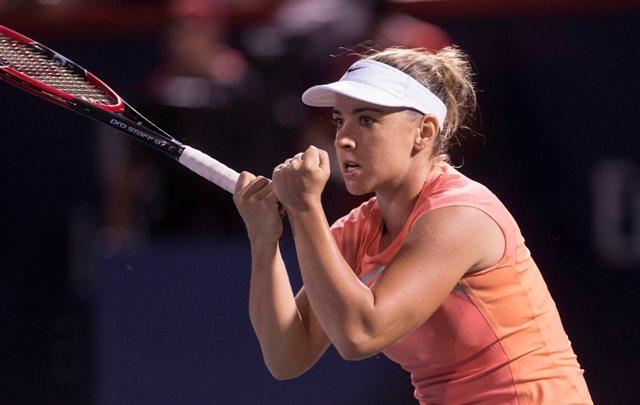 Na snímke slovenská tenistka Kristína Kučová oslavuje postup do štvrťfinále dvojhry na prestížnom turnaji WTA v Montreale, keď v osemfinále Rogers Cupu zdolala v pozícii kvalifikantky domácu Kanaďanku Eugenie Bouchardovú