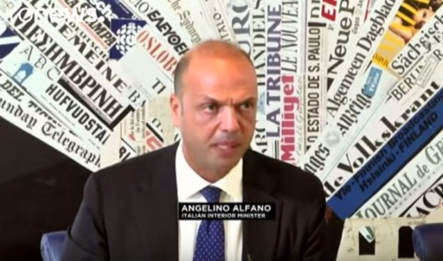 Na snímke taliansky minister vnútra Angelino Alfano pri prezentácii tejto novej kampane