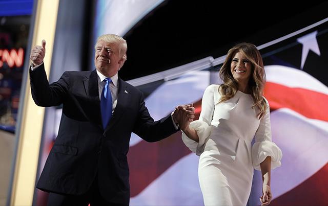 Republikánsky prezidentský kandidát Donald Trump a jeho manželka Melania Trumpová