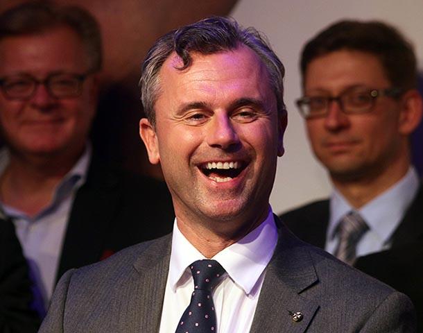 Na archívnej snímke z 22. mája 2016 prezidentský kandidát pravicovo populistickej Slobodnej strany Rakúska (FPÖ) Norbert Hofer