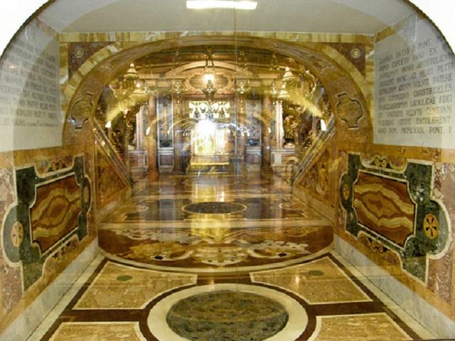 Bazilika s hrobom sv. Petra vo Vatikáne