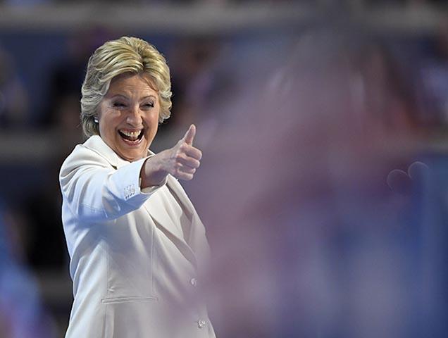 Bývalá ministerka zahraničných vecí USA Hillary Clintonová (na snímke)  oficiálne prijala nomináciu americkej Demokratickej strany na prezidentku Spojených štátov