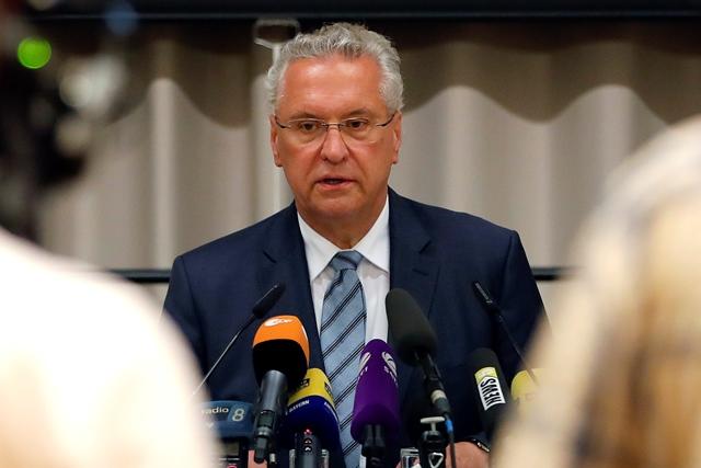 Na snímke minister vnútra  Joachim Herrmann