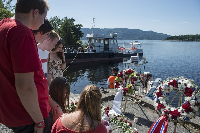 Nórsko si dnes pripomína piate výročie teroristických útokov