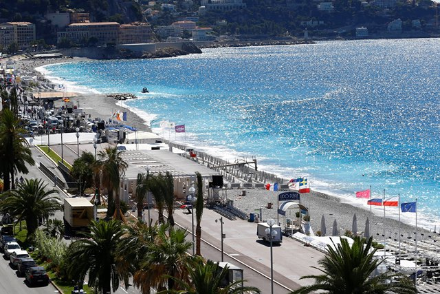 Miesto na promenáde v Nice po nočnom teroristickom útoku