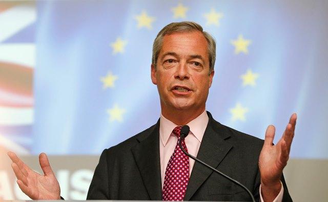 Na snímke líder protieurópskej strany UKip Nigel Farage