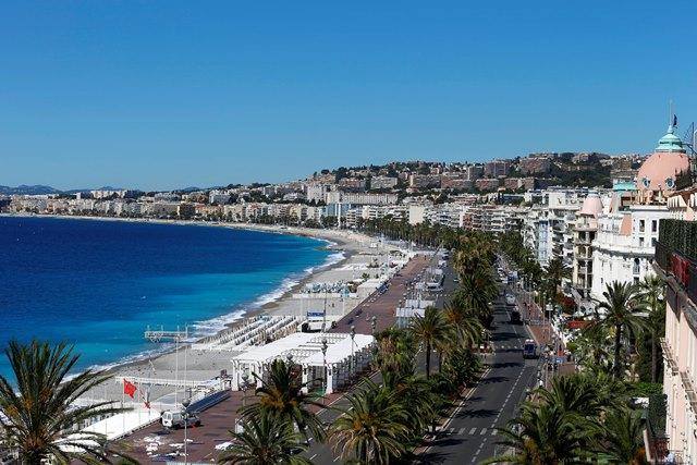 Na snímke pohľad na slávnu Anglickú promenádu v Nice