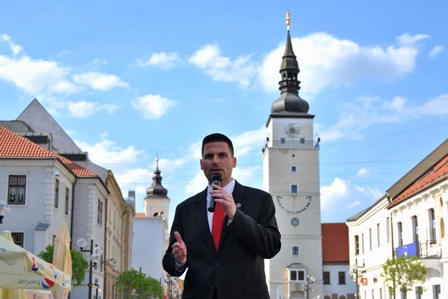 Na snímke predseda Slovenského hnutia obrody Róbert Švec
