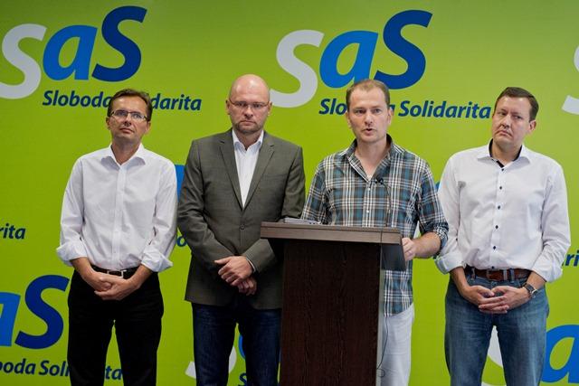 Na snímke zľava podpredseda SaS Ľubomír Galko, predseda SaS Richard Sulík, líder OĽaNO-NOVA Igor Matovič a Daniel Lipšic z OĽaNO-NOVA