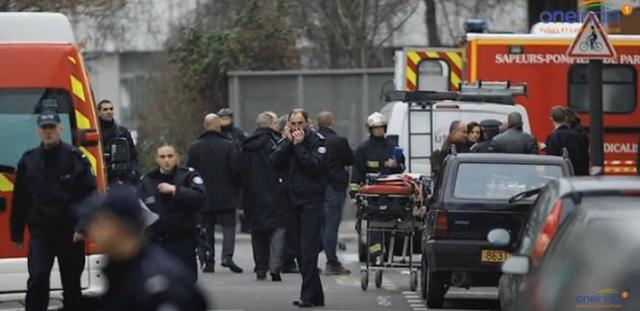 Na snímke z videa polícia na mieste streľby