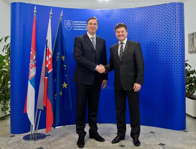 Na snímke minister zahraničných vecí a európskych záležitostí SR Miroslav Lajčák (vpravo) a srbský premiér Aleksandar Vučič