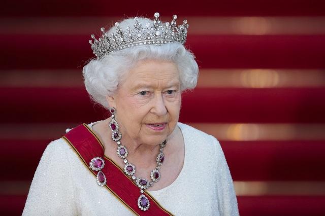 Na archívnej snímke britská kráľovná Alžbeta II.