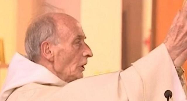 Na snímke kňaz Jacques