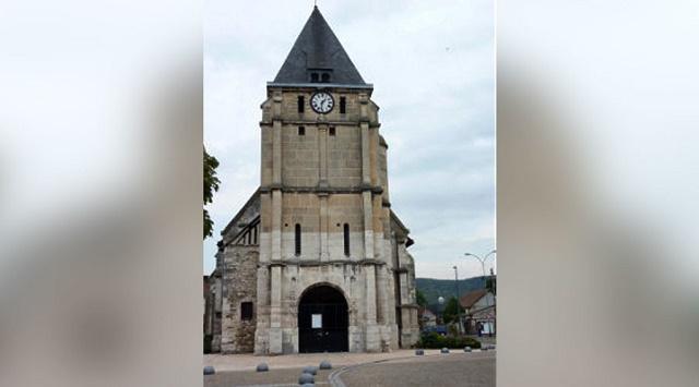 Na snímke kostol Saint-Etienne-du-Rouvray, v ktorom prebieha rukojemnícka dráma
