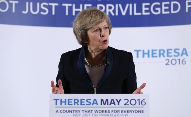 Na snímke britská ministerka vnútra Theresa Mayová