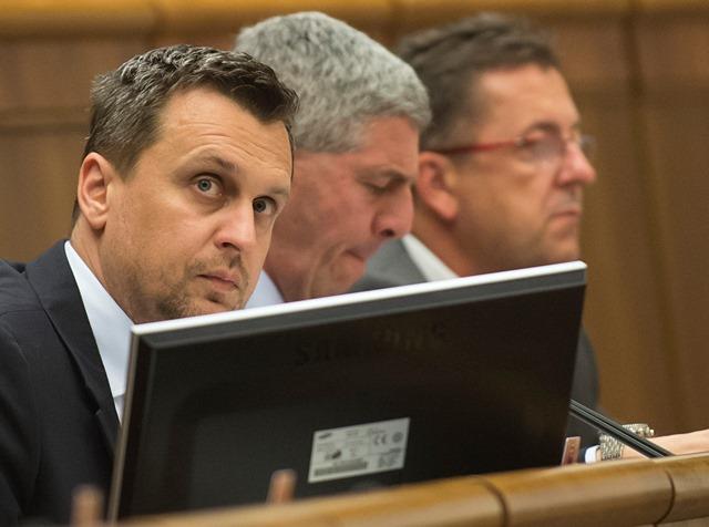 Na snímke zľava predseda parlamentu Andrej Danko (SNS), podpredsedovia Béla Bugár (Most-Híd) a Martin Glváč (Smer-SD)
