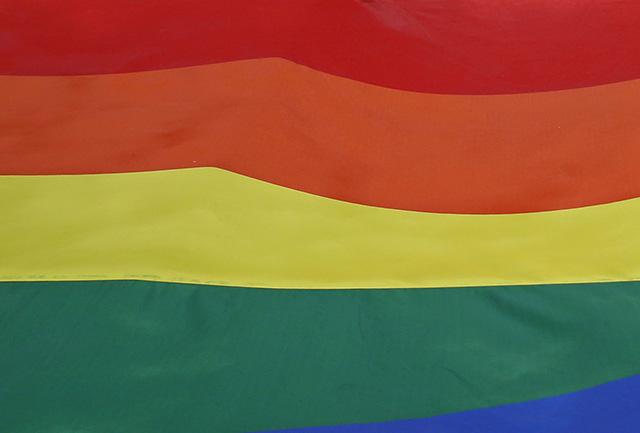 účastníci festivalu homosexuálov v Hongkongu dúhová zástava