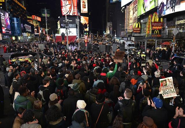 5 amerických policistů bylo zlikvidováno, v USA vypukla nová vlna násilí