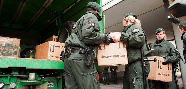Nemecké bezpečnostné zložky zaistili pri stredajšej razii proti stúpencom salafizmu v dolnosaskom Hildesheime počítače, mobilné telefóny, harddisky a iné nosiče údajov, vzduchové a poplašné zbrane, ako aj 25.000 eur v hotovosti
