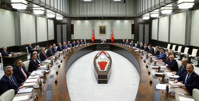 Na snímke členovia tureckej vlády