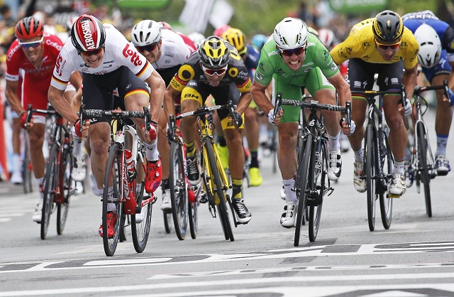 Na snímke z prava Peter Sagan  Mark Cavendish Andre Greipel