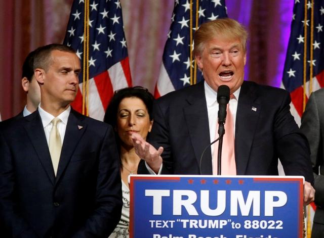 Na snímke vpravo merický republikánsky prezidentský kandidát Donald Trump
