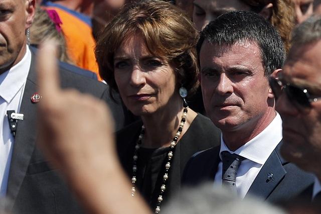 Ľudia vypískali francúzskeho premiéra Manuela Vallsa a francúzsku ministerku zdravotníctva Marisol Touraine po uctení si minútou ticha obete teroristického útoku v Nice 18. júla 2016.  Pri štvrtkovom útoku na promenáde v Nice, kde obyvatelia a návštevníci oslavovali Deň dobytia Bastily, zabil terorista nákladným autom najmenej 84 ľudí a viac ako 200 zranil