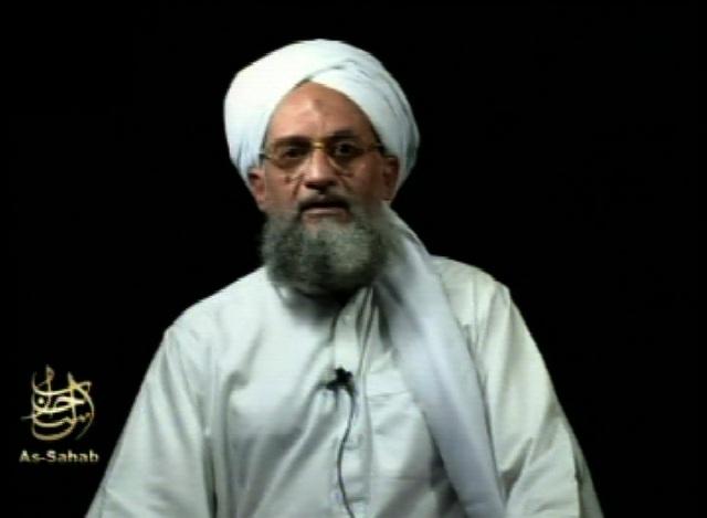 Na archívnej snímke z 2. septembra 2006 vodca teroristickej siete al-Káida Ajman Zawáhirí