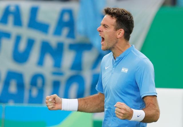 Austrálsky tenista Juan Martin del Potro sa teší po výhre nad Portugalčanom Joaom Sousom v zápase 2. kola mužskej dvojhry počas  XXXI. letných olympijských hier v brazílskom Riu de Janeiro