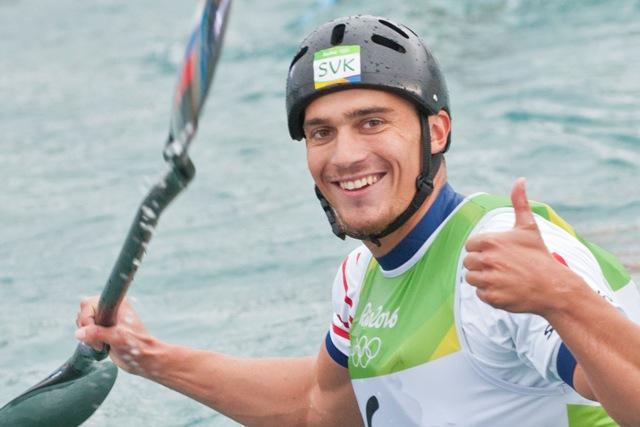 Na snímke slovenský vodný slalomár Jakub Grigar v cieli semifinálovej jazdy K1 mužov počas XXXI. letných olympijských hier v brazílskom Riu de Janeiro