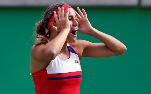 Portorická tenistka Monica Puigová sa teší po výhre nad Češkou Petrou Kvitovou v semifinále ženskej dvojhry na OH v Riu de Janeiro