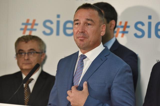 Na snímke novozvolený predseda strany #Sieť Roman Bercely