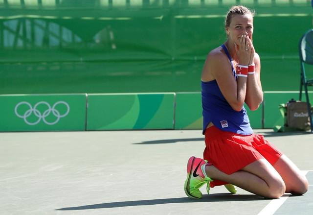 Česká tenistka Petra Kvitová reaguje po jej výhre nad Američankou Madison Keysovou v zápase ženskej dvojhry o bronz na OH 2016 v Rio de Janeiro
