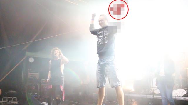 Počas vystúpenia známej slovenskej kapely The Paranoid prišiel na pódium Tomáš a ohromil všetkých ľudí