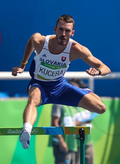 Na snímke slovenský atlét Martin Kučera počas rozbehov na 400 metrov cez prekážky na OH v brazílskom Riu de Janeiro