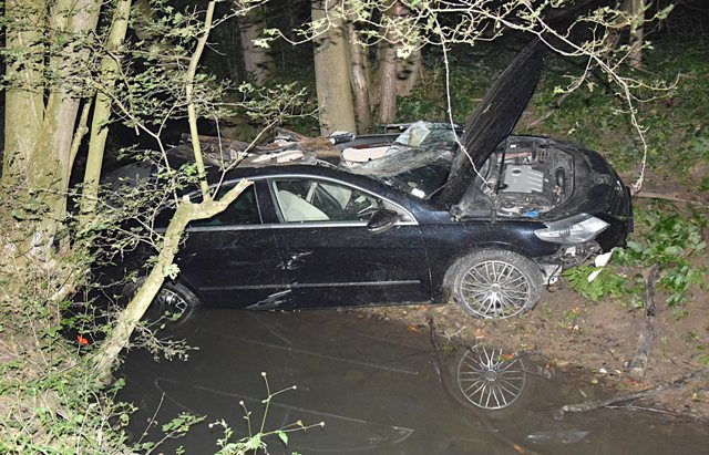Na snímke dopravná nehoda pri v Brezovej pod Bradlom