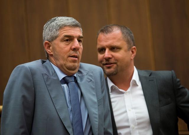 Na snímke podpredsedovia Národnej rady SR, vľavo Béla Bugár (Most-Híd) a vpravo Andrej Hrnčiar (Sieť)