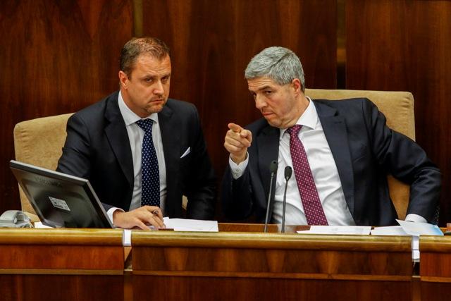 Na snímke sprava podpredsedovia parlamentu Béla Bugár (Most-Híd) a Andrej Hrnčiar