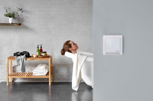 Každý súčasný i budúci majiteľ elektrického podlahového vykurovania ocení možnosť jeho jednoduchého ovládania z ktoréhokoľvek miesta na svete